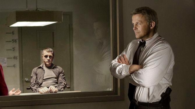 Gương hai mặt chúng ta vẫn thường thấy trên phim ảnh.