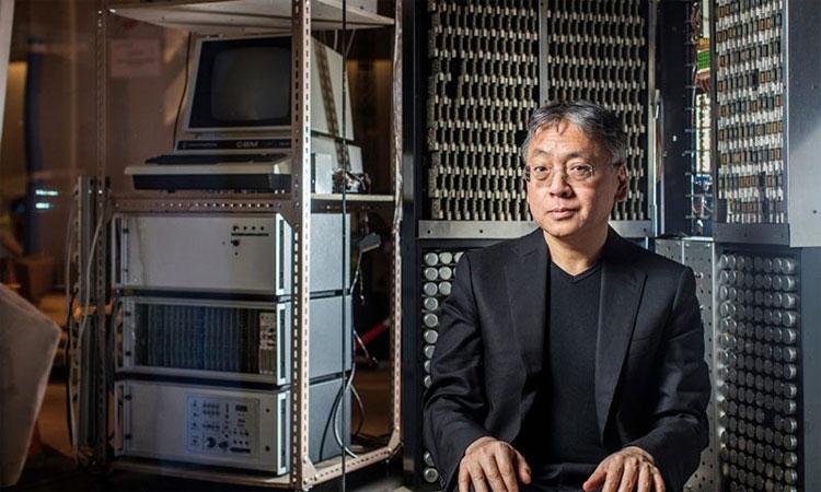 Tác giả Kazuo Ishiguro.