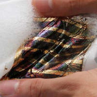 Nhật Bản phát triển pin mặt trời có thể giặt rửa như quần áo