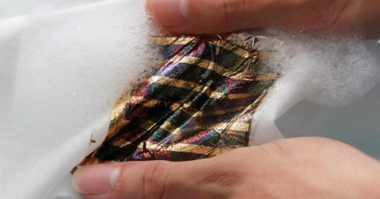 Pin mặt trời có thể giặt được như quần áo bình thường.
