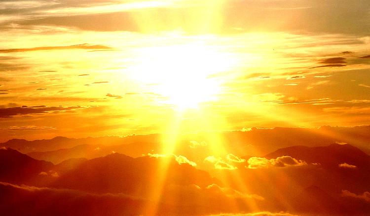 Ngoài mặt trời, có rất nhiều nguồn khác của tia UV.