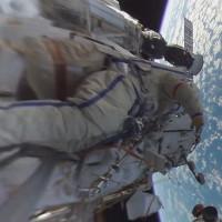 Choáng ngợp với video 360 độ quay cảnh đi bộ ngoài không gian