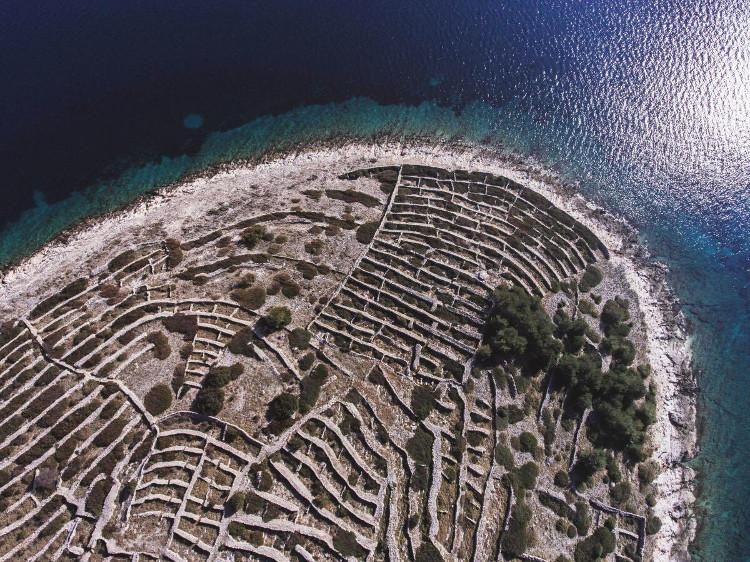 Hòn đảo với với những đường vân ngang dọc vô cùng sinh động.