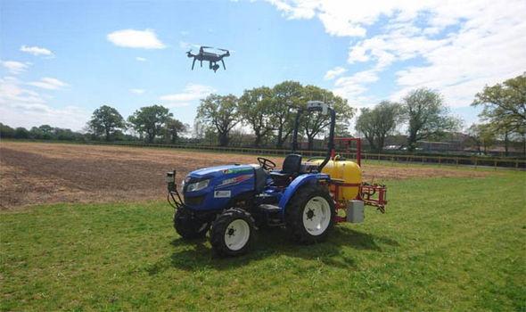 Công nghệ robot có thể giúp những người nông dân tương lai phân phối phân bón và thuốc diệt cỏ chính xác hơn.