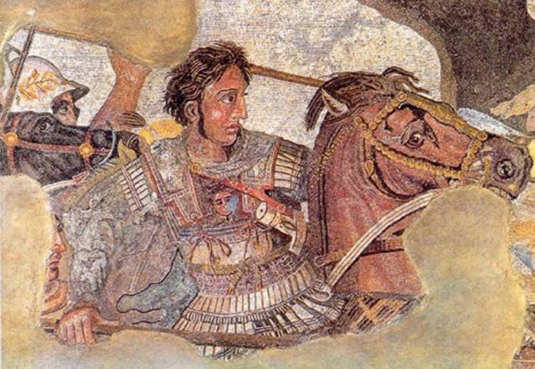 Alexander luôn ra trận cùng binh lính của mình.