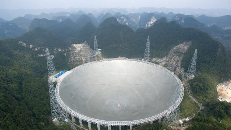 Kính viễn vọng vô tuyến lớn nhất thế giới ở Trung Quốc.