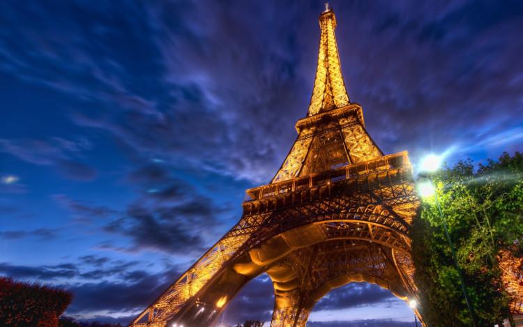 Kể cả ăng-ten, tháp Eiffel cao 324m và là công trình cao nhất nước Pháp hiện nay.
