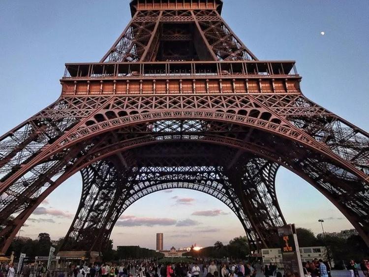 Ban đầu, biểu tượng Paris có màu sơn vàng.