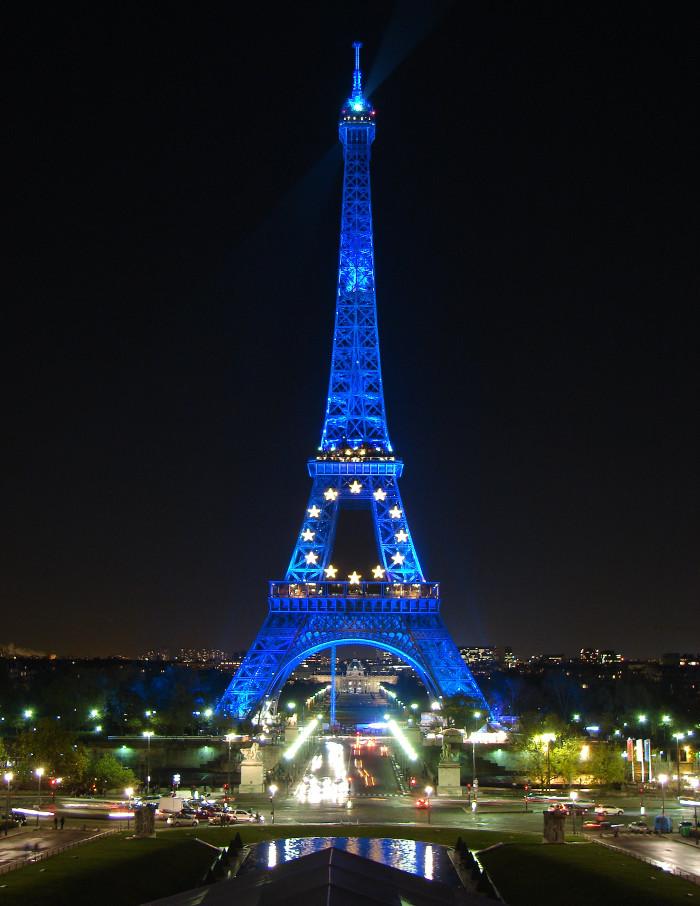 Địa điểm lý tưởng để du khách có thể chiêm ngưỡng biểu tượng Paris về đêm là Quảng trường Trocadéro.