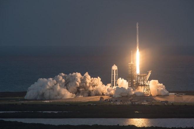 SpaceX mang theo vệ tinh cho Echostar và SES.