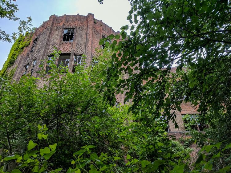 Tòa nhà lớn nhất trên đảo - Tuberculosis