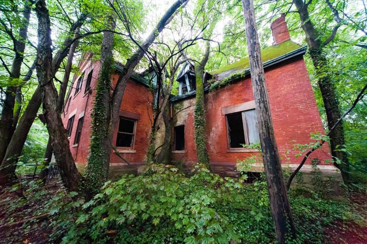 Từ 1951 và đến khi đảo bị bỏ hoang, tòa nhà được sử dụng làm trung tâm cai nghiện ma túy.