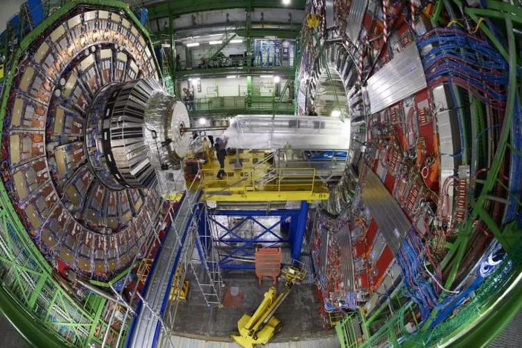 Máy gia tốc hạt lớn nhất thế giới được đặt tại Thụy Sĩ.