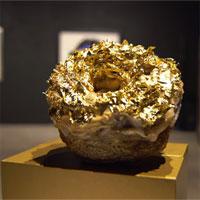Cuộc sống của giới siêu giàu: ăn bánh dát vàng,giao hàng bằng xe Rolls-Royce
