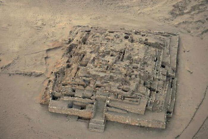 Phần còn sót lại của Đại kim tự tháp Caral, Peru.