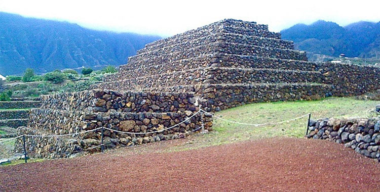 Các kim tự tháp trên đảo Tenerife.