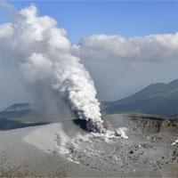 Núi lửa Nhật Bản thức giấc sau nhiều năm ngủ yên