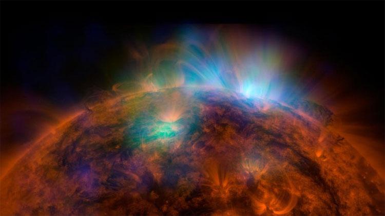 Nhiệt độ bề mặt của Mặt trời lại không nóng bằng vùng khí quyển xung quanh nó.