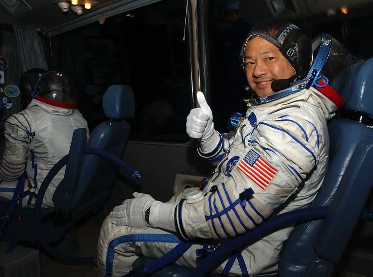 Phi hành gia Leroy Chiao.
