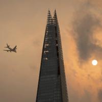 Bầu trời nước Anh bỗng đỏ rực lửa như đến Tận thế, và đây là nguyên nhân