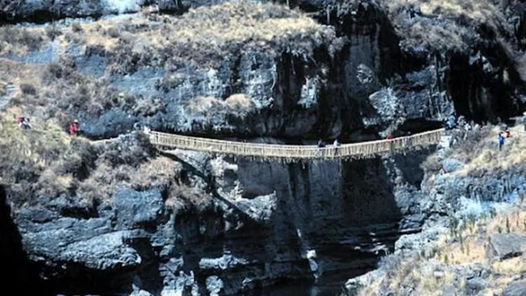 Cầu treo cuối cùng còn sót lại trong hệ thống đường bộ Inca.