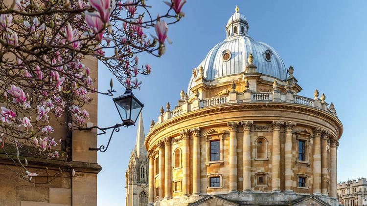 ĐH Oxford - một trong những trường ĐH hàng đầu thế giới.