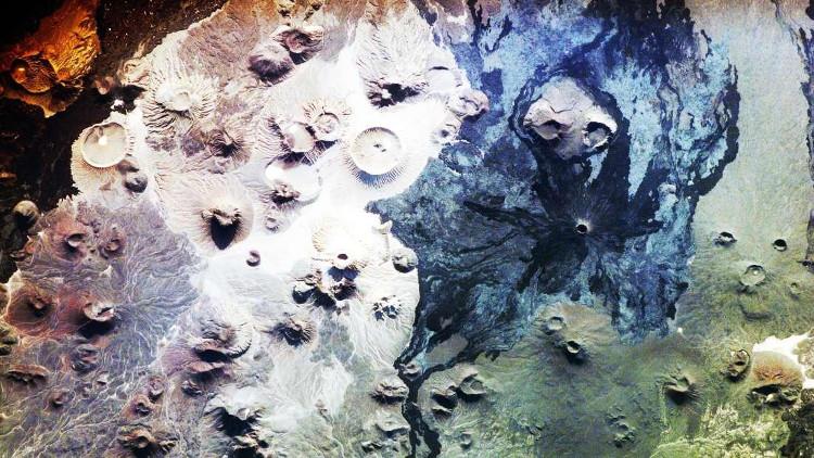 Một số dòng dung nham đã 5 triệu năm tuổi, nhưng niên đại của những cánh cổng đá còn vượt xa con số đó.