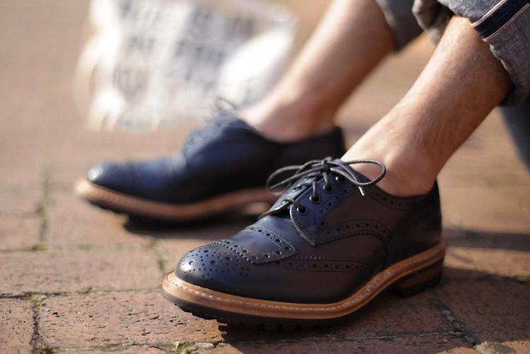 Xu hướng đi giày không tất trở nên thực sự phổ biến, đặc biệt là với nam giới.