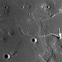 Phát hiện hang động sâu 50km trên Mặt Trăng