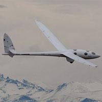 Máy bay không động cơ bay bằng sóng núi phá vỡ kỷ lục thế giới