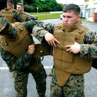 """Mỹ thử nghiệm áo chống đạn """"càng bắn càng bền"""""""