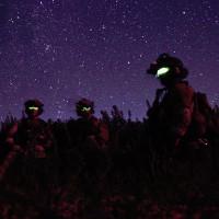 Khám phá kính đặc biệt giúp lính Mỹ nhìn xuyên bóng đêm