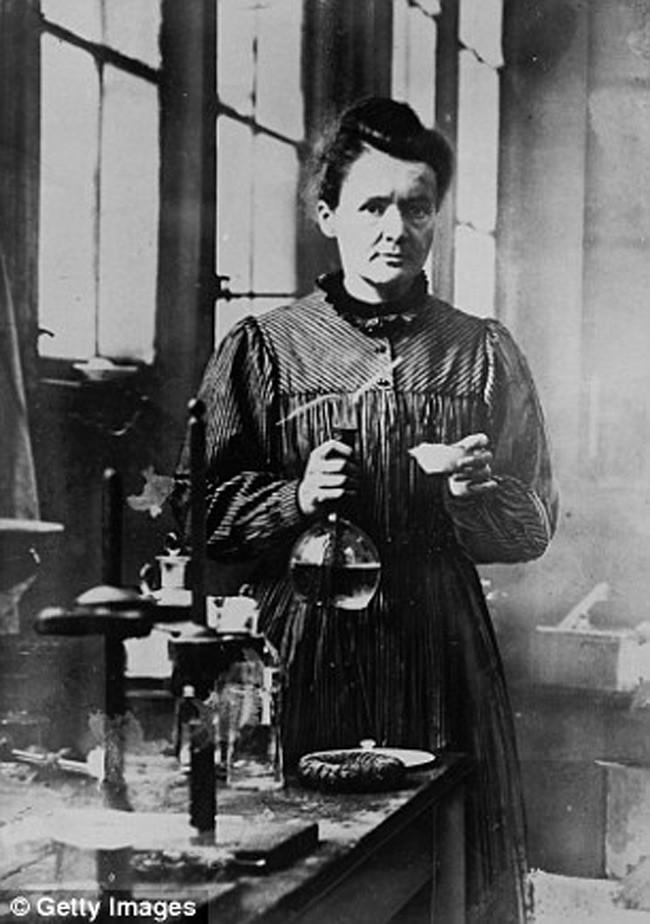 Marie Curie (IQ: 180-200)