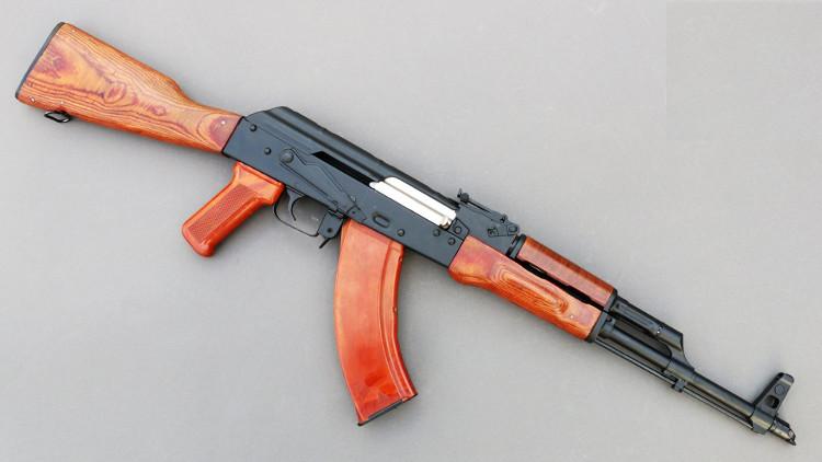 Một số người vẫn cho rằng AK-47 đã chịu ảnh hưởng từ thiết kế của khẩu súng StG-44 của Đức.
