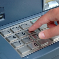 Tại sao cây ATM lại sử dụng bàn phím kim loại?