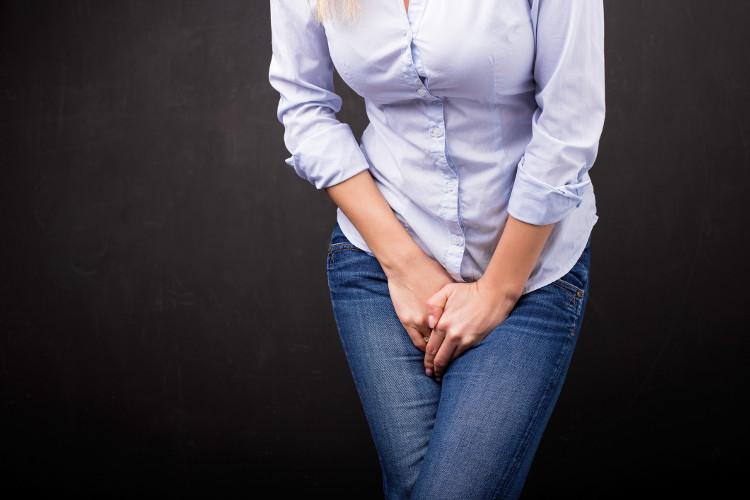 Phụ nữ cần đi gặp bác sĩ nếu tiểu tiện nhiều, đau bụng hoặc đầy hơi liên tục từ 12 tháng trở lên.