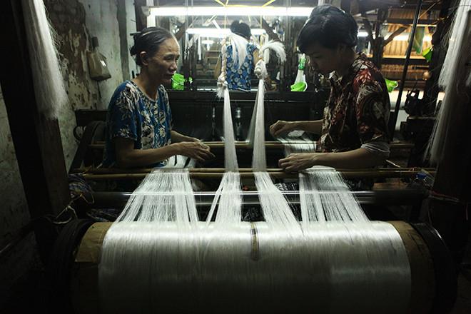 Quy trình sản xuất ra tấm lụa của các nghệ nhân