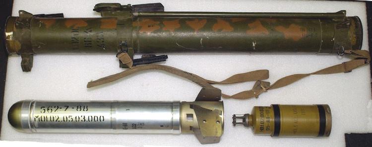 Tên lửa nhiệt áp vác vai RPO-A Shmel của Nga.