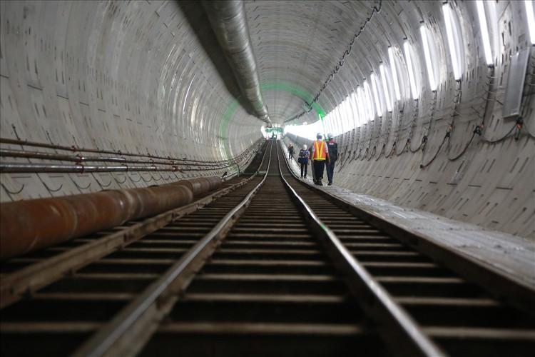 Bên trong đường hầm metro Bến Thành-Suối Tiên vừa mới hoàn thành.
