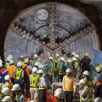 Robot 300 tấn hoàn thành hầm metro đầu tiên ở Việt Nam sớm một tháng
