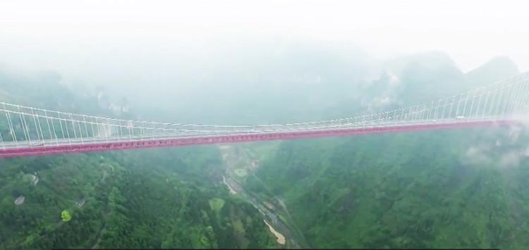 Cầu Ải Trại dài 1.146 mét và cao 350 mét.