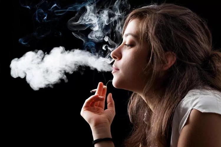 Hút thuốc làm da bạn khô dẫn đến việc cung cấp oxy và chất dinh dưỡng trong máu gặp khó khăn.