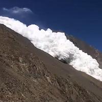 Lở tuyết trên đỉnh núi cao hơn 7.400 mét ở Pakistan