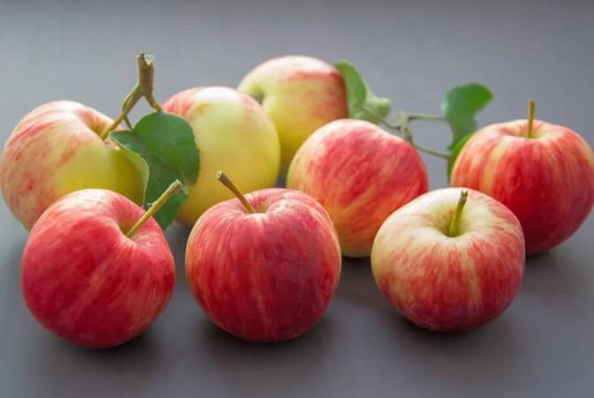 Nếu không thể ngâm táo trong hỗn hợp baking soda, cách tốt nhất là gọt vỏ.