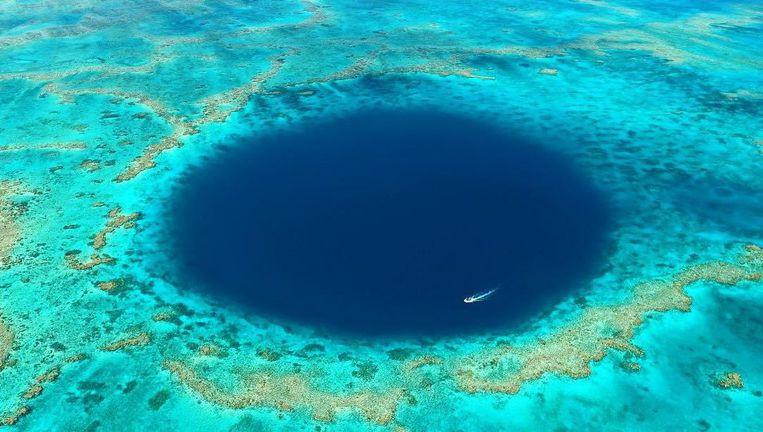 Hố xanh ngoài khơi Australia nhìn từ trên cao.