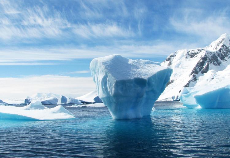 Điều gì gây ra sự biến động của lượng CO2 trong những niên đại không có con người?