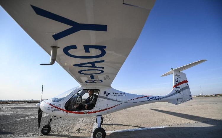 Máy bay chạy điện RX1E-A do Trung Quốc sản xuất tại sân bay Tài Hồ, Liêu Ninh, Trung Quốc.