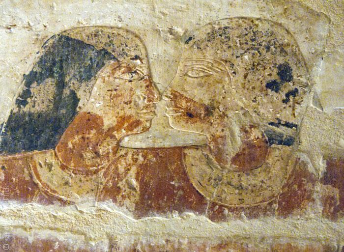 Nhiều hiện vật cho thấy hai vị thần Ai Cập cổ Set và Horus đã có quan hệ tình dục đồng giới
