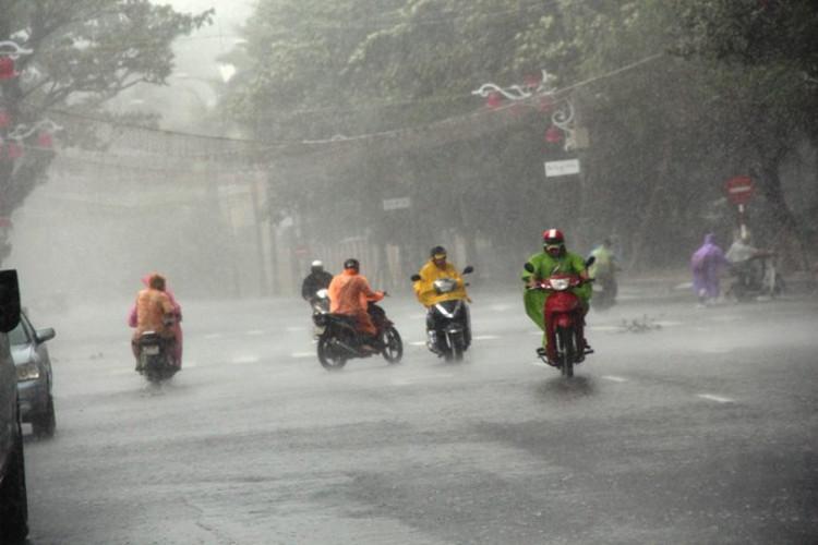 Không khí lạnh gây mưa rất to ở miền Trung.