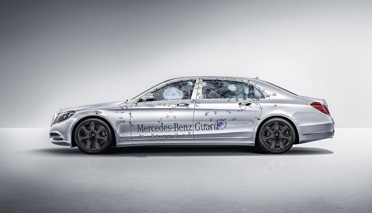 Siêu xe Mercedes-Benz S600 Maybach Guard trong một bài thử nghiệm chống đạn của hãng.